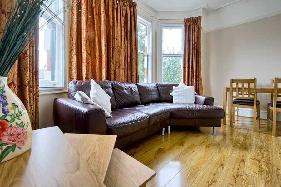 Piccadilly Apartment - Lewisham, South East London
