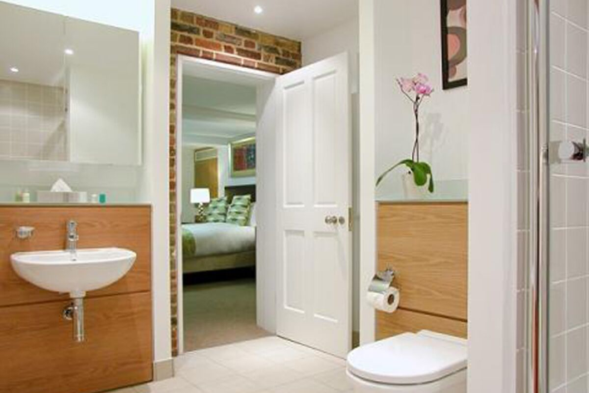 Bathroom, The Kings Wardrobe II Serviced Apartments, Blackfriars