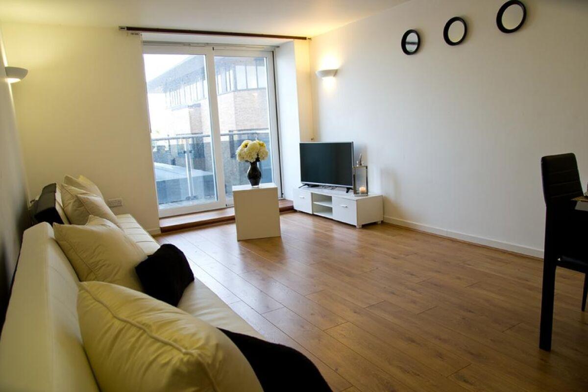 Living Area, Beckett Serviced Apartment, Brentwood