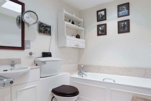 Bathroom, Pooles Serviced Apartments, Chelsea