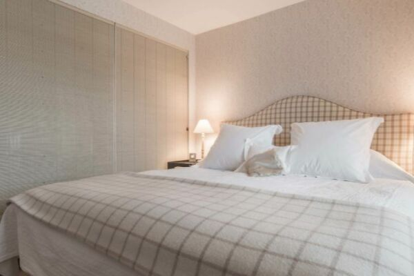 Bedroom, Pooles Serviced Apartments, Chelsea