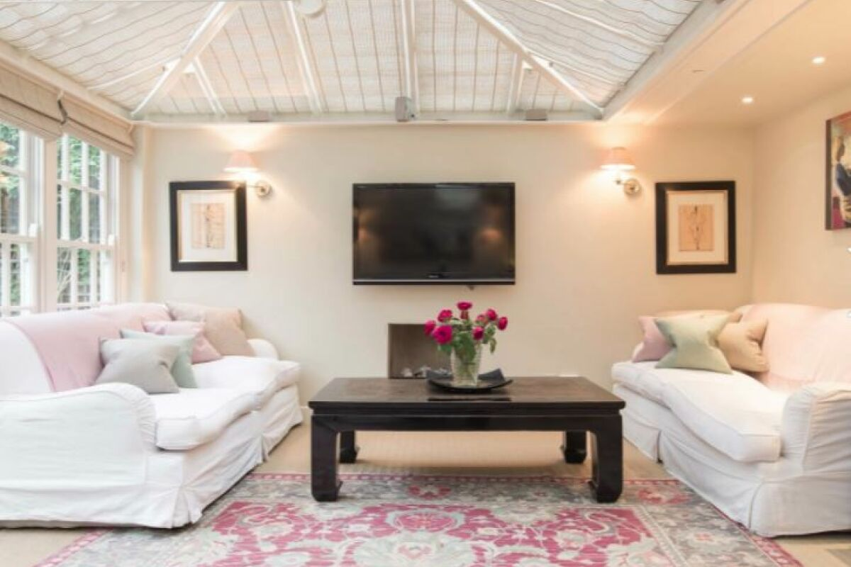 Living Room, Pooles Serviced Apartments, Chelsea