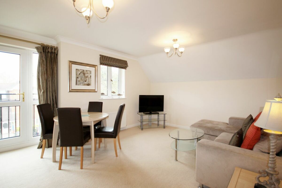 Living/Dining Area, Gray Place Serviced Apartments, Bracknell