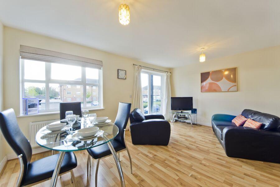 Woodgate Court Apartments - Uxbridge, West London