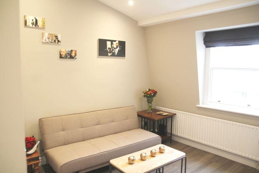 Ladbroke Grove Apartment