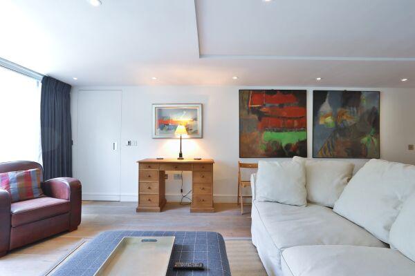 Living Area, Aria House Serviced Apartment, St. James Park, London
