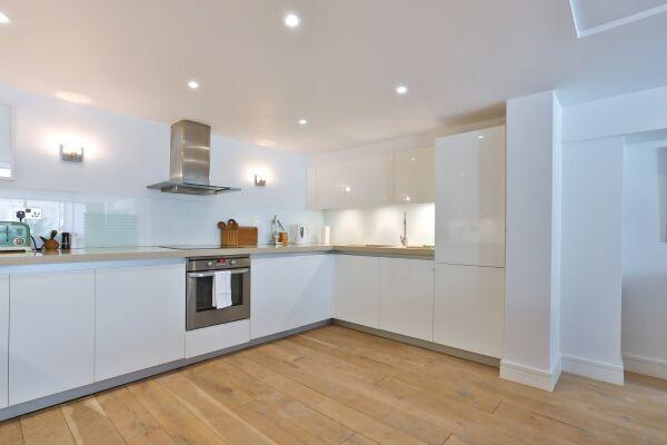 Kitchen, Aria House Serviced Apartment, St. James Park, London