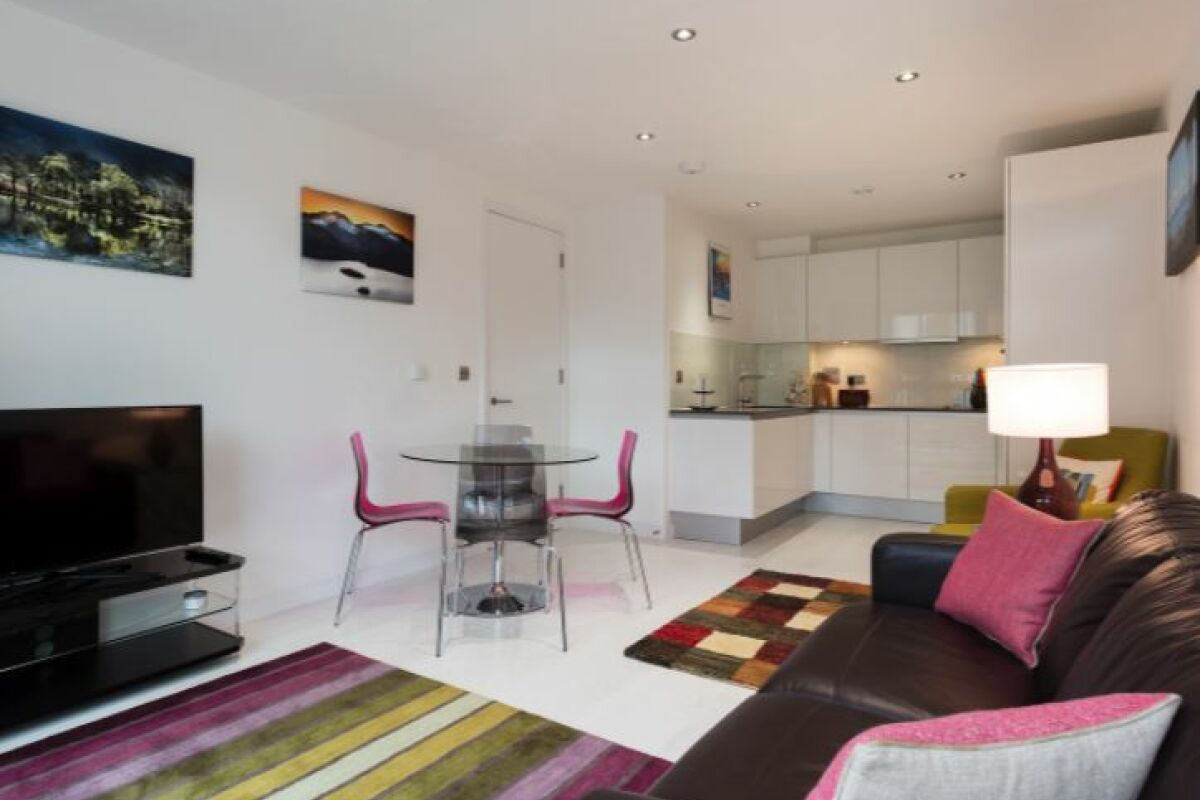 Sitting and Dining Area, London Bridge Serviced Apartment, Southwark
