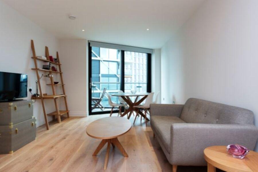 Vauxhall Elms Apartment