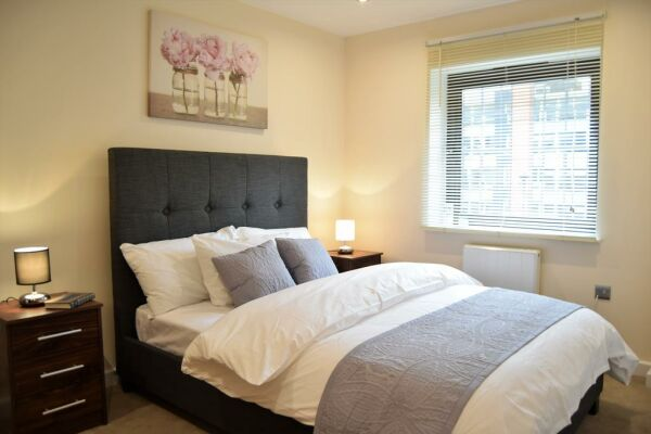 Bedroom, Morland House Serviced Apartments, Romford