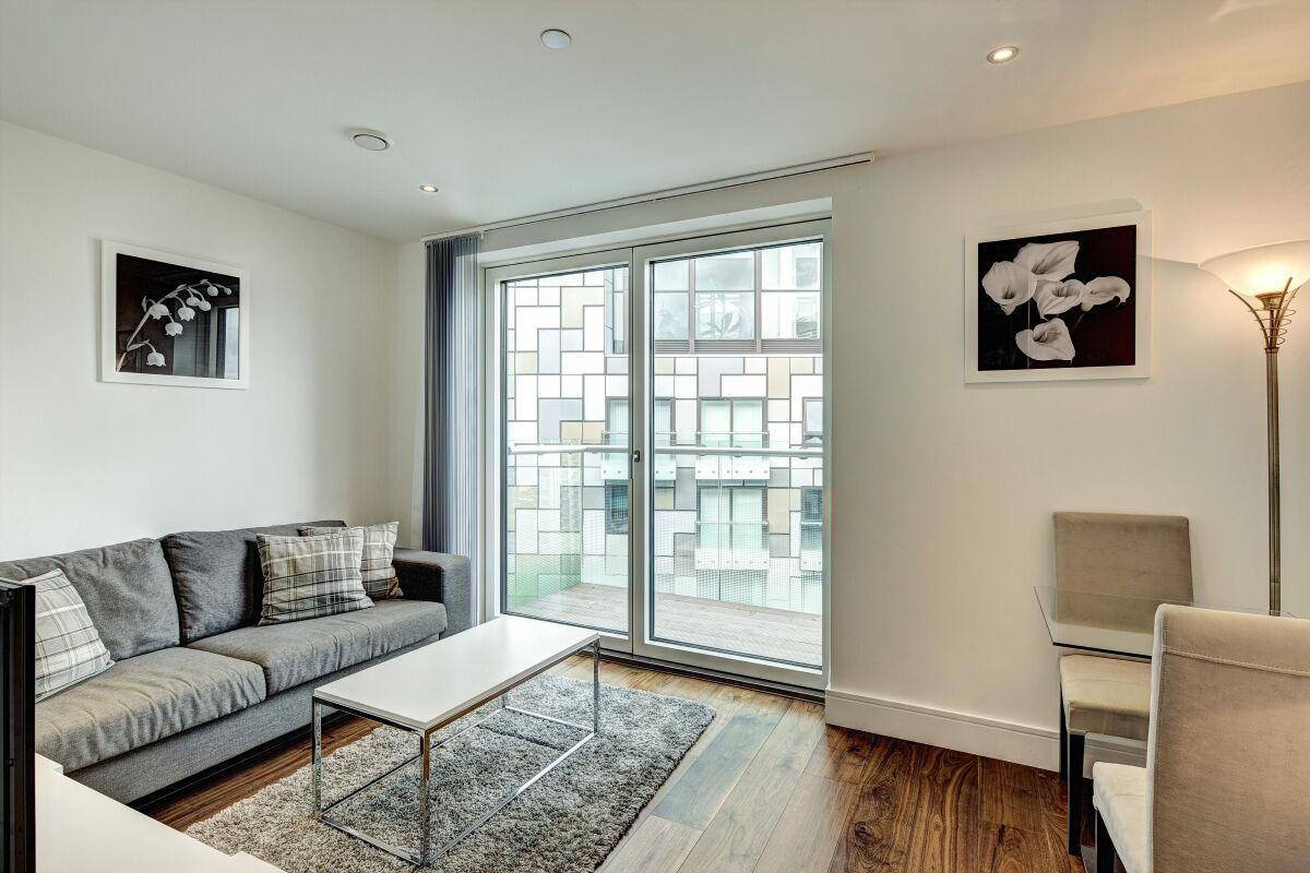 Living Area, Lincoln Plaza Serviced Apartments, London