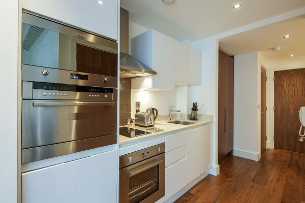 Kitchen, Lincoln Plaza Serviced Apartments, London