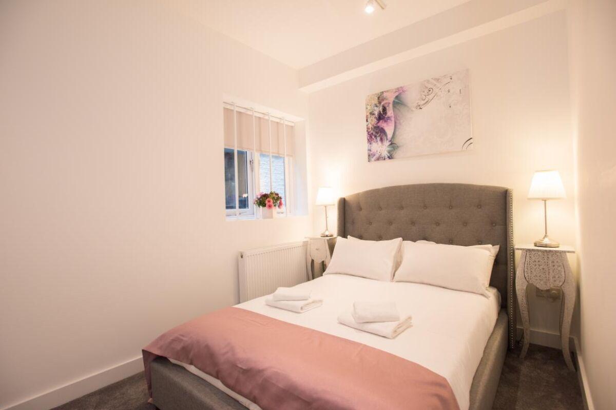 Bedroom, Kilburn Serviced Apartments, London