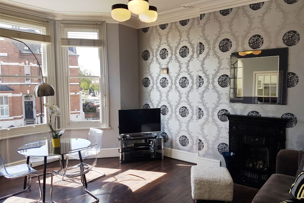 Living Room Warwick Place Serviced Apartments, Leamington Spa. 42