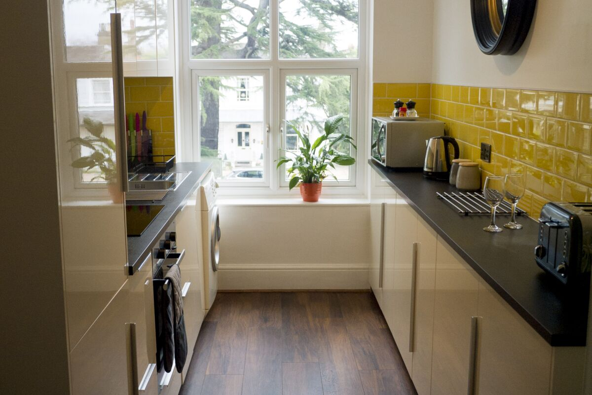 Kitchen Avenue Road Serviced Apartment Leamington Spa