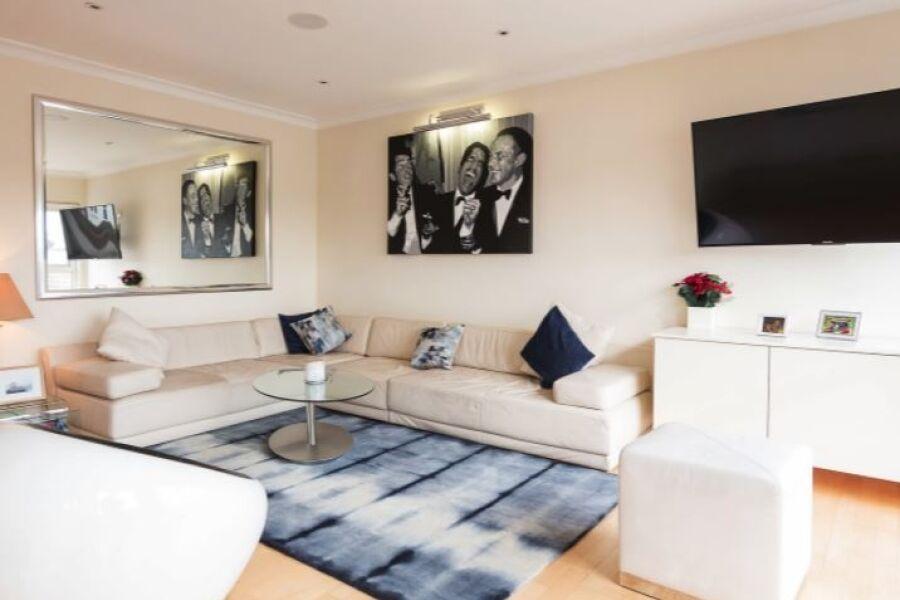 Lavender Hill Apartment