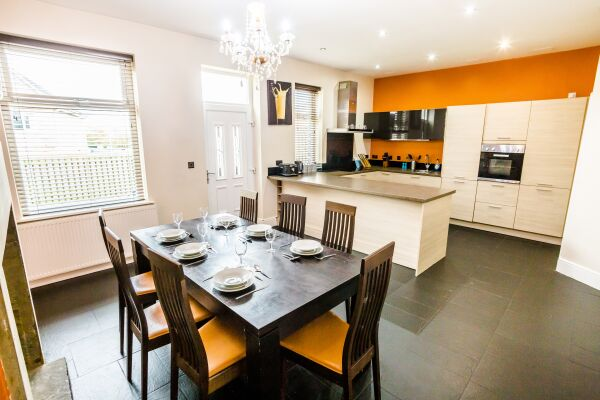 Kitchen and Dining Area, Woodside Villa Serviced Apartments, Huddersfield