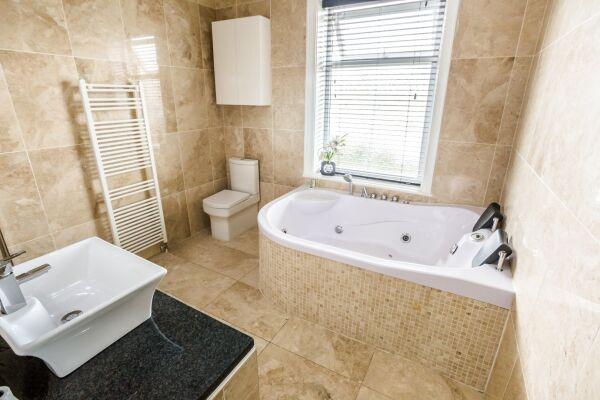 Bathroom, Woodside Villa Serviced Apartments, Huddersfield
