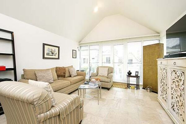 Open Plan Living Area, Park Road House Serviced Accommodation, Twickenham