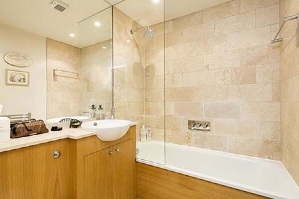 Bathroom, Park Road House Serviced Accommodation, Twickenham