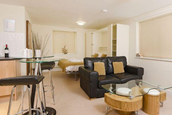 Studio, Cotham Lawn Serviced Apartments, Bristol