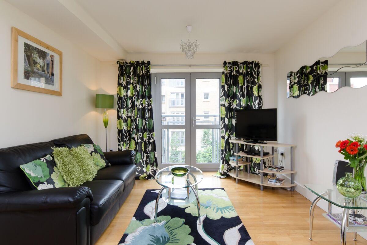 Living Room, Hamilton Court Serviced Apartments, Bristol