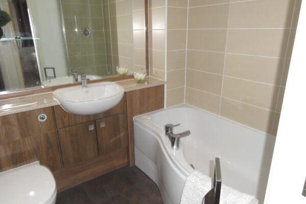 Bathroom, Saddlery Way Serviced Apartments, Chester