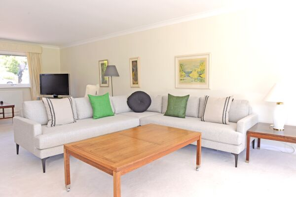 Living Area, Fairways House Serviced Accommodation, Eastbourne