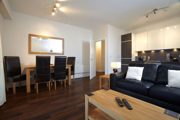Skyline Plaza Serviced Apartments, Living Room and Dining Room, Basingstoke
