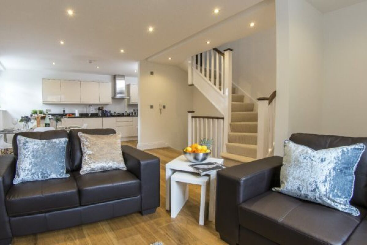 Living and Kitchen Area, Regents Park Road Serviced Apartments, Finchley, London