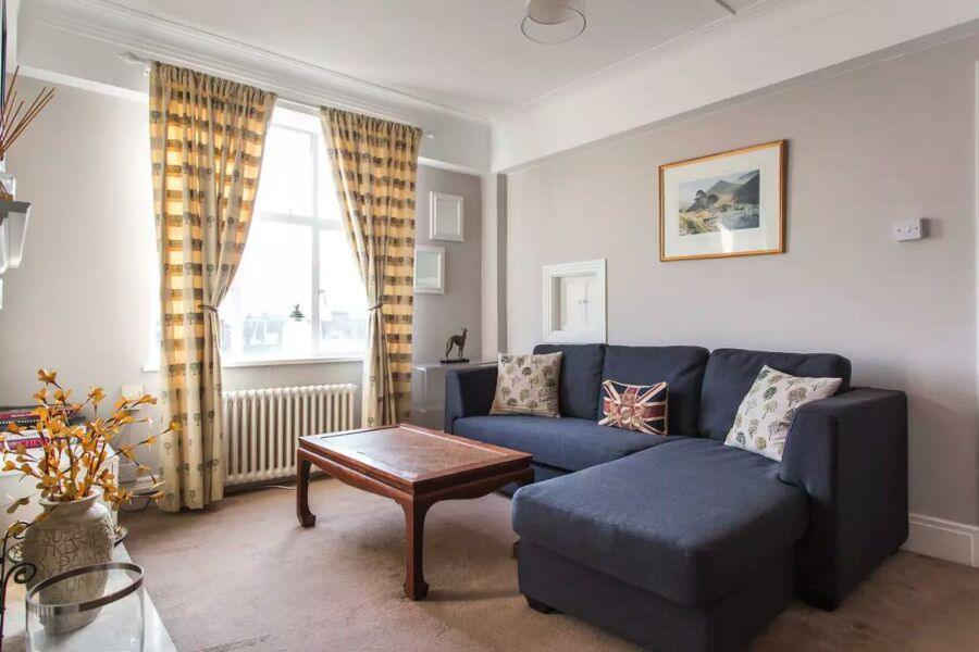 Sutton Lane North Apartment - Chiswick, West London
