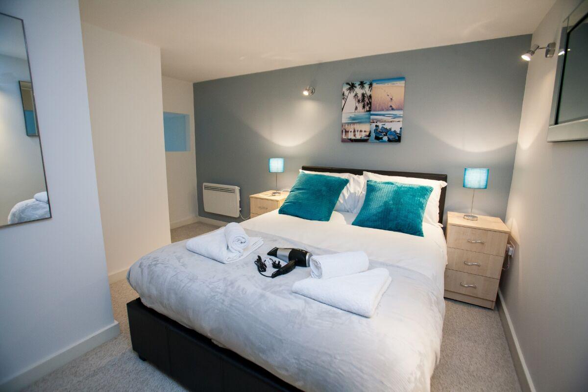 Bedroom, Paramount Serviced Apartments, Swindon