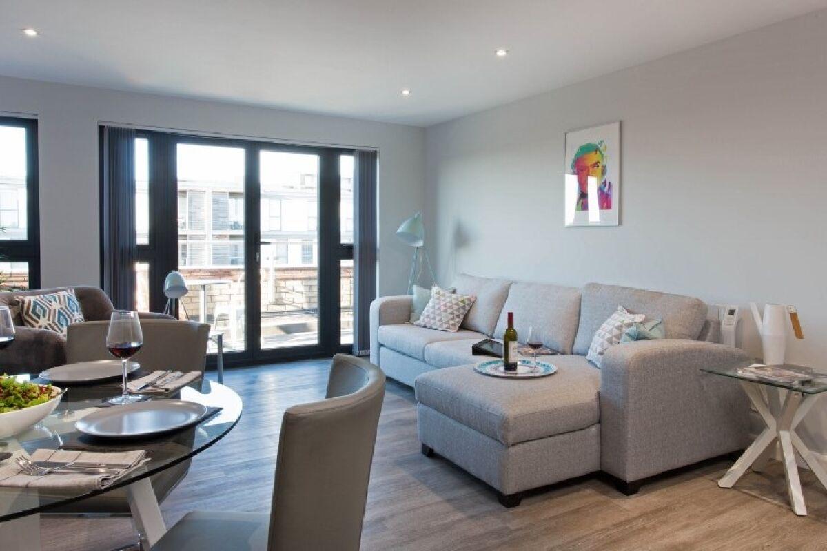 Penthouse Living Space, 7Zero1 Serviced Apartments, @ Cotels Milton Keynes