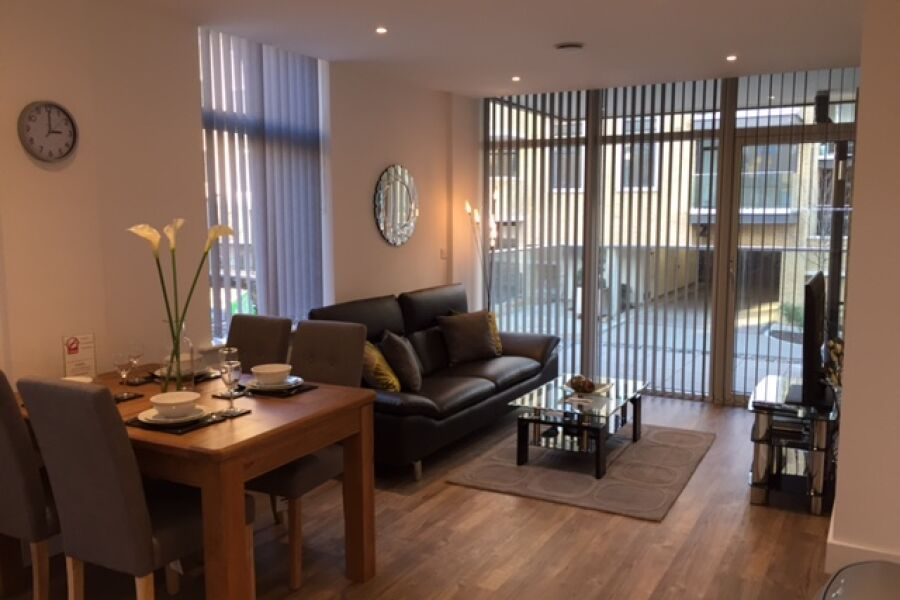 London Square Apartments - Isleworth, West London