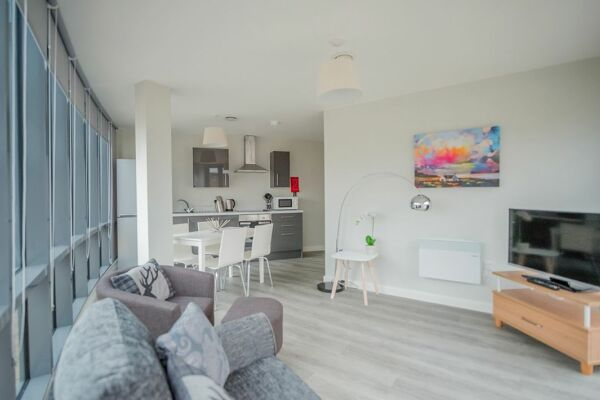 Living and Kitchen Area, East Point Serviced Apartments, Leeds