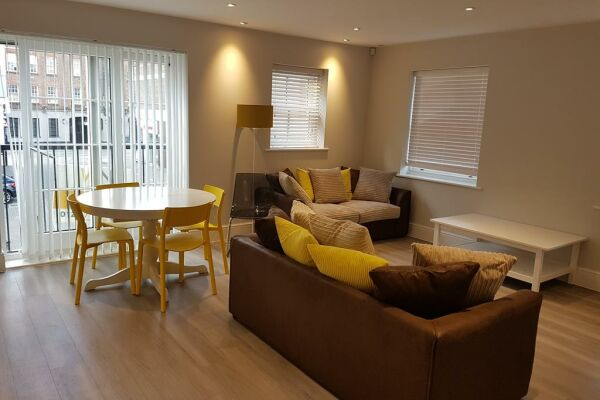 Living and Dining Area, Billericay Heights Serviced Apartment, Billericay