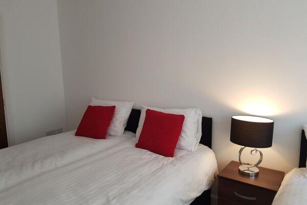Bedroom, Billericay Heights Serviced Apartment, Billericay