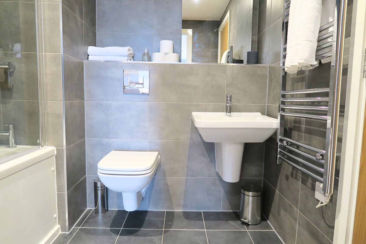 Bathroom, Quay Serviced Apartments, Manchester