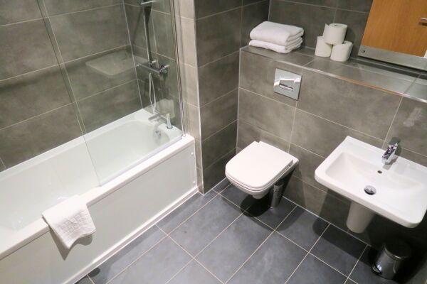 Bathroom, Quay Serviced Apartments, Manchester