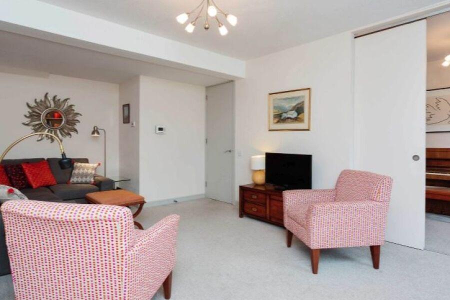Whitehouse Apartment - Battersea, South West London