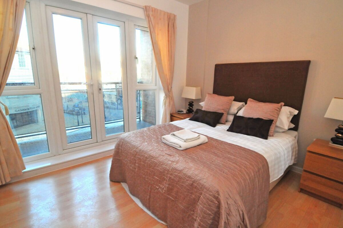 Bedroom, Robinson House Serviced Apartments, Crawley
