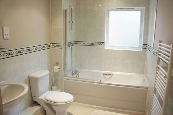 Bathroom, Elmcroft Serviced Apartments, Crawley