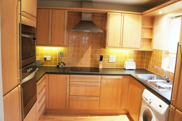 Kitchen, Elmcroft Serviced Apartments, Crawley