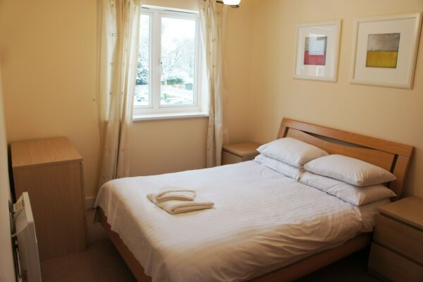 Bedroom, Elmcroft Serviced Apartments, Crawley