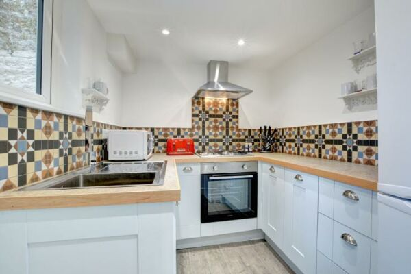 Kitchen, Castle Cottage Serviced Accommodation, Brighton