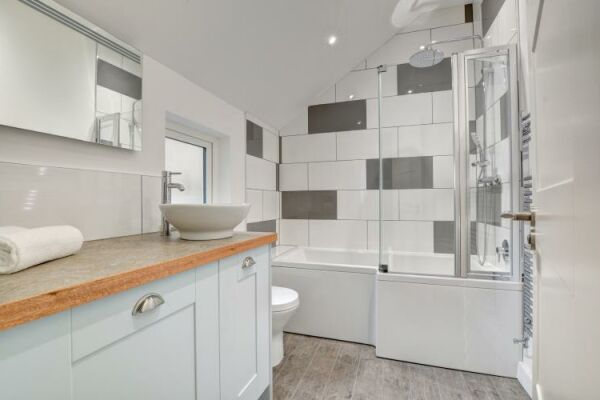 Bathroom, Castle Cottage Serviced Accommodation, Brighton