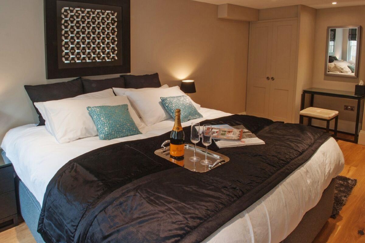 Bedroom, Crescent Serviced Apartments, Bath
