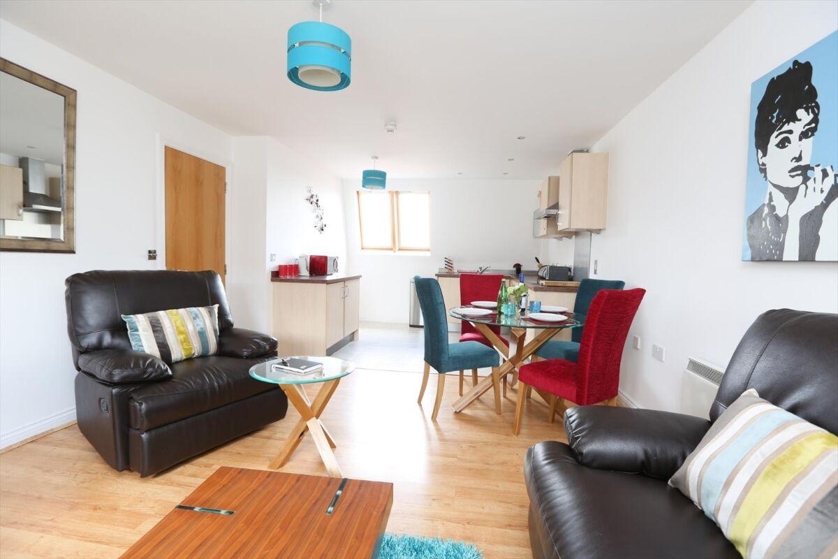 Living Room, Manor House Serviced Apartments, Leamington Spa