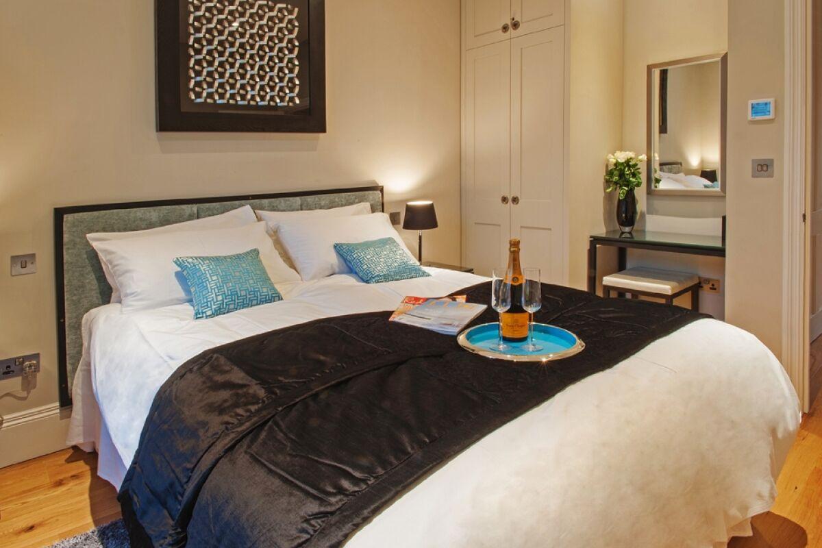Bedroom, Circus Serviced Apartments, Bath
