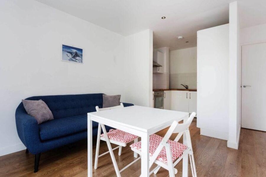 Greatorex Street Apartment